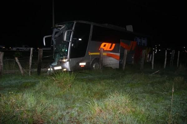 El conductor de este AU se durmió al volante, ¿no que no los explotaban?/ Plumas Libres