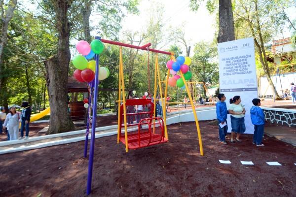 Inauguran Americo Zuniga Y Mariana Yorio Juegos Infantiles Para