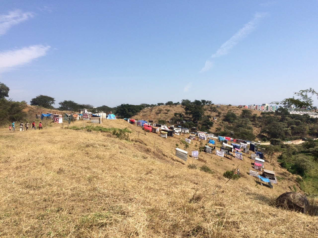Con maquinaria y machetes 300 antorchistas invaden amplia for Villas xalapa