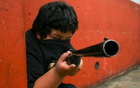 Leva infantil, niños al servicio de carteles en Michoachán - plumas libres
