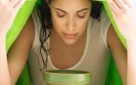 Pon a hervir hojas de eucalipto, usa yna toalla y haz respiraciones profundas para abrir los bronquios