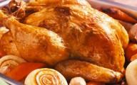La carne de pollo contiene arsénico por obvias razones el huevo que viene a México de Estados Unidos también.  Cheque lo que consume