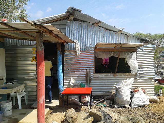 Estudian 53 ni os de preescolar en salones y techos de for Laminas decorativas para salones