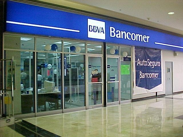 Cinco de 45 bancos controlan la actividad financiera en for Sucursales que abren los sabados santander