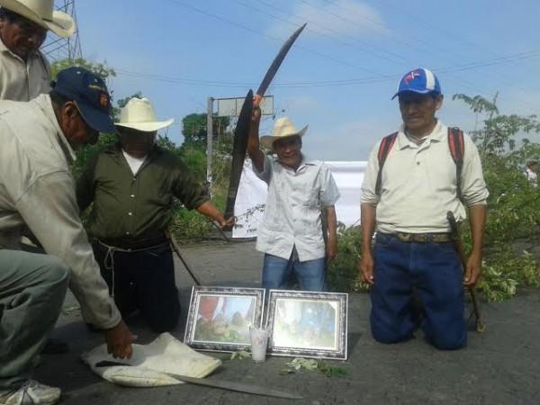 Se cansaron de las promesas del secretario de gobierno Gerardo Buganza y ahora bloquearán vías hasta que les cumplan/ Foto Plumas Libres
