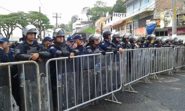 Cientos de policías cerraron el paso a la calle del Compleo Omega/Foto: Facebook Norma Trujillo