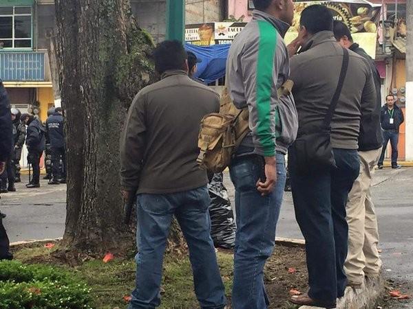 Policías vestidos de civil en los alrededores del Compleo Omega/Foto twitter