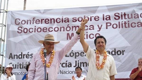 En gira de trabajo por Oteapan este martes, AMLO destapó a Cuitláhuac García como el próximo candidato a gobernador