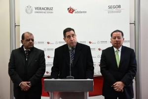 El titular de Sefiplan, Antonio Gómez y el secretario de gobierno, Flavino Ríos Alvarado