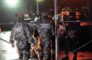 Fuerte movilización policiaca se registra en las afueras del penal de Pacho Viejo tras fuga de reo