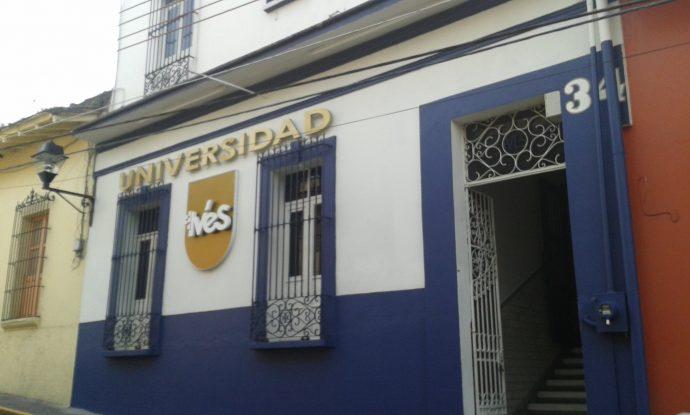 Vecinos se oponen a ampliaci n de universidad ives y for Universidades en xalapa