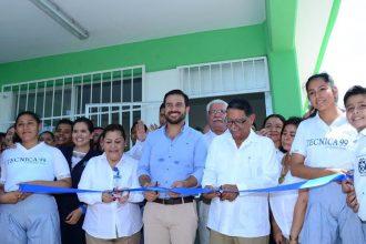 Miguel Ángel Yunes Márquez sigue inaugurando obras a tambor batiente