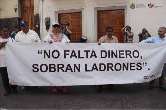 Jubilados reclaman falta de pagos, Duarte no responde/ www.fotover.com.mx
