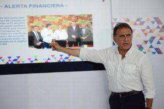 En sus últimos días como gobernador Javier Duarte toma decisiones para terminar de destruir las finanzas públicas y dejar un gobierno en quiebra, dice el gobernador electo de Veracruz Miguel Ángel Yunes