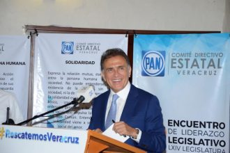 El gobernador electo del estado Miguel Ángel Yunes Linares se reunió con diputados electos de su partido