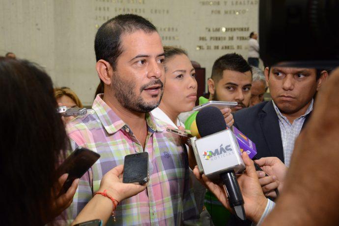 Se incendia buque de Pemex en Veracruz