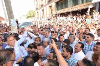 El gobernador electo Miguel Ángel Yunes Linares prometió que regresará la paz y estabilidad en todo Veracruz