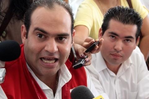 Cecil Duarte hermano de Javier Duarte, fue el que más dio la cara en la operación de las empresas fantasmas y negocios, los otros lo hicieron bajo la sombra