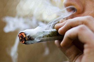 Fumar mariguana contribuye a que tus huesos se quiebren con facilidad