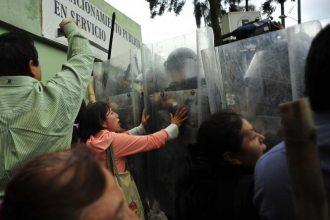 El mismo PRI le mandó un grupo de choque a Flavino Ríos Alvarado que ya debe pedir a gritos que termine la gestión/ Foto Fuera de Foco