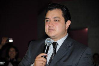 Américo Zúñiga candil de la calle y oscuridad de Xalapa, tiene a la ciudad abandonada...