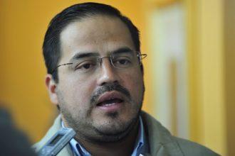 Ernesto Cuevas Hernández,  diputado de Alternativa Veracruzana, ahora Independiente, pide un respeto que él no cumple, ser diputado no le da derecho a traer vehículos sin placas