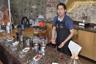 Armando Villegas, barista de la barra del Museo del Café y colaborador del proceso de Cafés Diferenciados