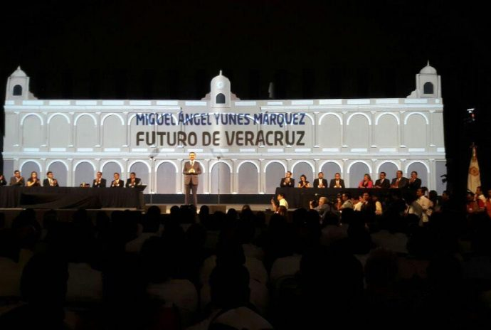 Casi, casi fue un predestape el de Miguel Ángel Yunes Márquez con miras al 2018. Todos, todos, llegaron a su tercer informe.