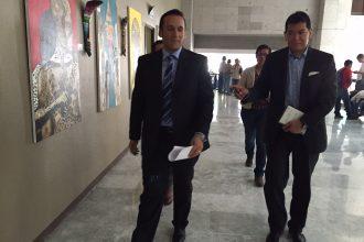 El coordinador del grupo parlamentario del PAN en compañia del dir de comunicación del Congreso Sergio Melo/Plumas Libres