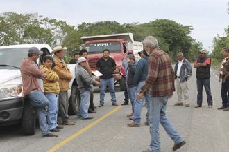 Los habitantes de la región Nautla- Martínez piden que el nuevo secretario de Comunicaciones atienda sus inconformidades o van a seguir bloqueando la obra
