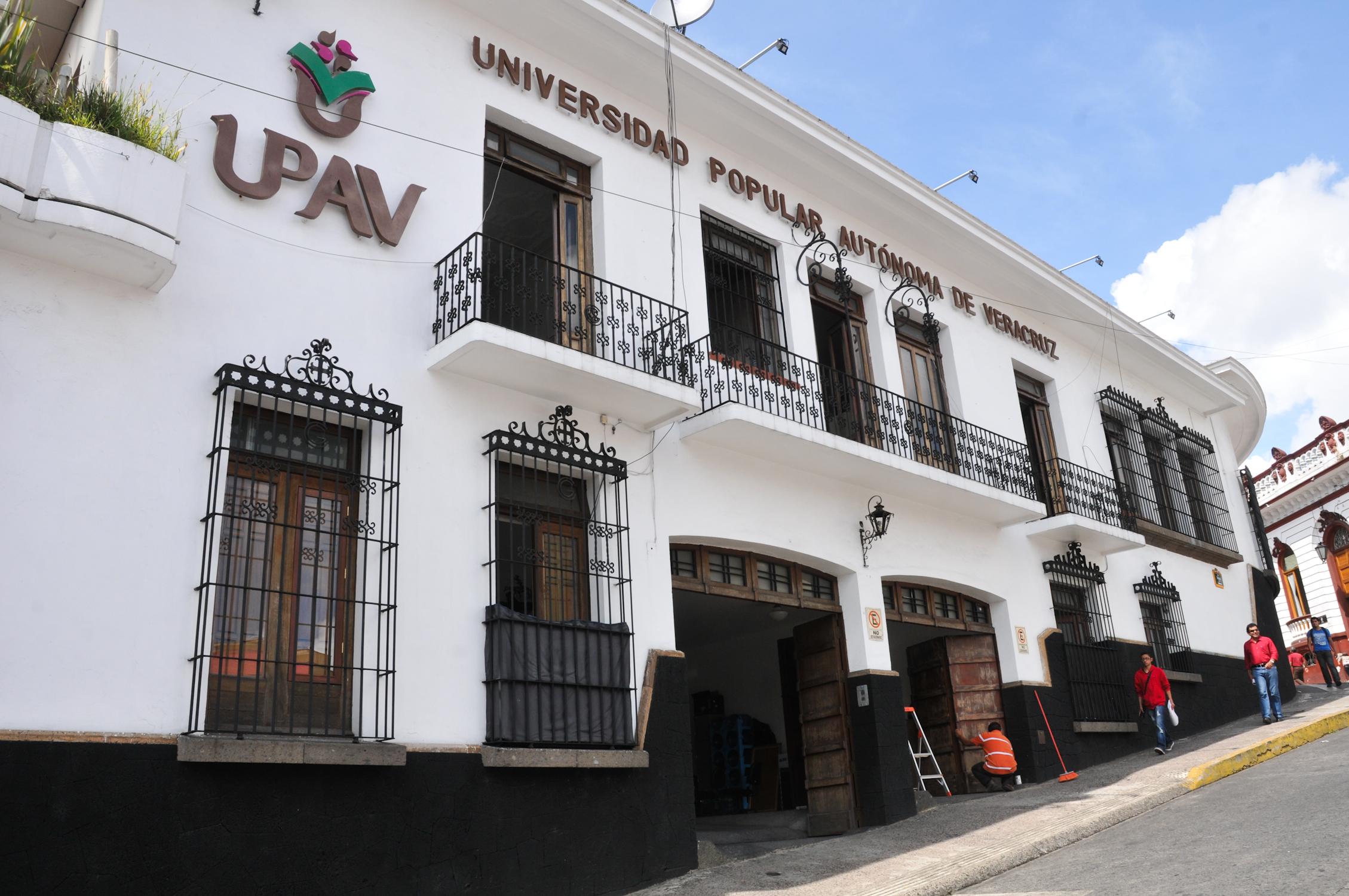 Matr cula de la upav disminuye un 50 39 la quieren for Universidades en xalapa