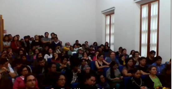 Asistentes del encuentro indígena en auditorio del Instituto de Históricos Sociales de la UV