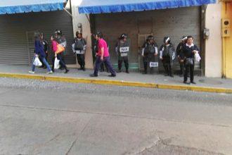 El cierre de comercios se origino por un rumos de saqueo en la tienda Ahued de Clavijero/Plumas Libres