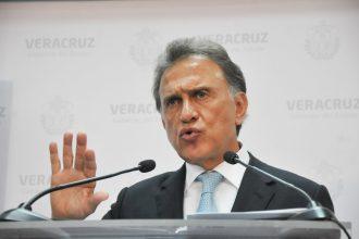 El gobernador Miguel Angel Yunes Linares durante conferencia de prensa/Fotover