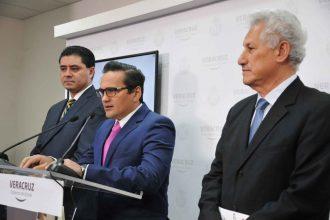 En conferencia de prensa por parte del secretario de gobierno, Rogelio Franco Castan acompañado por el secretario de Seguridad Pública, Jaime Téllez Marie y el fiscal general Jorge Winckler/Fotover