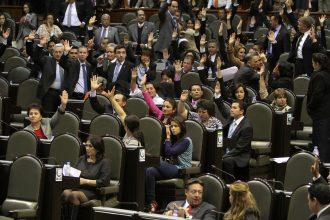 Diputados federales del PRI, PAN, PRD, Verde Ecologisya y PANAL, principales responsables de aprobar los gasolinazos