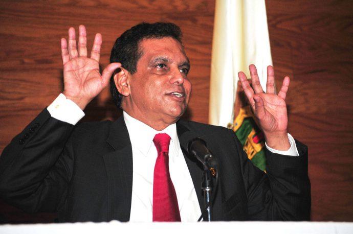 """Dice que él renunció a su cargo de cónsul en Barcelona para defenderse de las acusaciones y para """"hacer política interna en Veracruz"""" rumbo a las elecciones del 2018"""