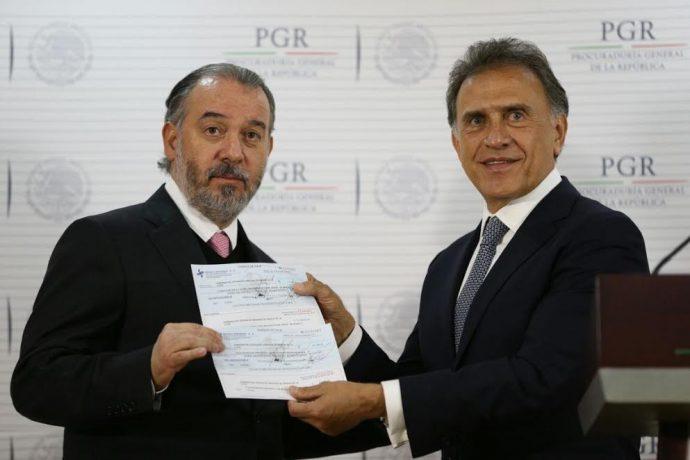 Hasta ahora la PGR sólo le ha dado migajas al gobernador Miguel Ángel Yunes Linares, lo que se robó Duarte es muchísimo más, pero así evitan la exigencia para que lo detengan