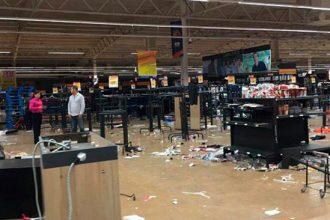 Saqueos a centros comerciales de Veracruz, en protesta por gasolinazos.../ Proceso