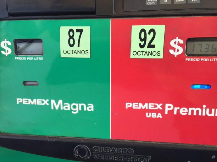 En algunas gasolineras de Xalapa el precio de la Premium es de 17. 36 y Magna 15. 35. Pero en municipios como Martínez de la Torre es de Magna 15.48 y la Premium de 1 7.25/Plumas Libres