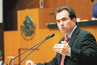 El inútil senador priísta José Yunes Zorrilla no ve la catástrofe que está causando el gasolinazo que aún lo defiende