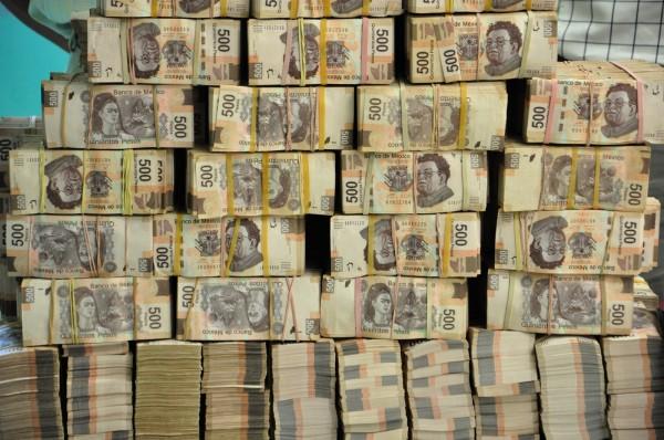Javier Duarte de Ochoa dejó un quebranto financiero de 180 mil 888 millones 402 mil 510 pesos y continúa libre y protegido