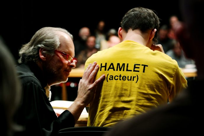 LEASE, CONTINUE (HAMLET) | Teatro-performance de Roger Bernat y Yan Duyvendak