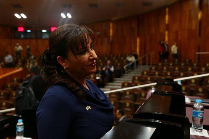 La legisladora dice que la reestructuración  permitirá también hacer uso de fondos federales para la operación gubernamental
