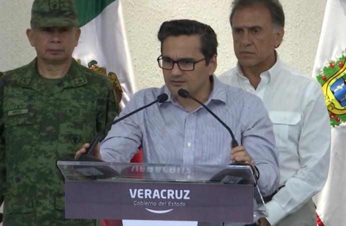 Jorge Winckler fiscal de Veracruz le hace falta tacto para tratar a las madres de desaparecidos y a la prensa local, sólo quiere dar exclusivas a Televisa