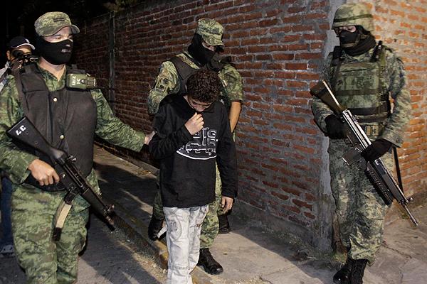 El narco recluta niños y jóvenes, los obliga a delinquir y autoridades indiferentes