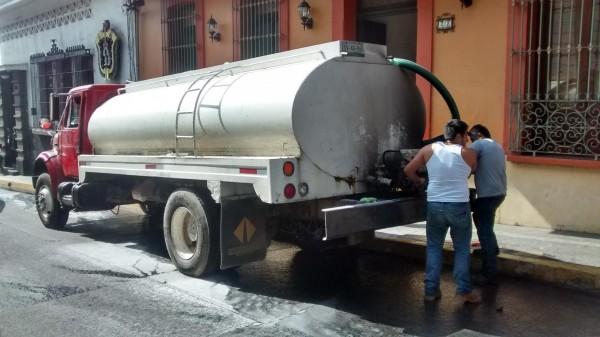 Muchos ciudadanos tienen que contratar servicios de pipas que han casi agotado los manantiales de Xalapa