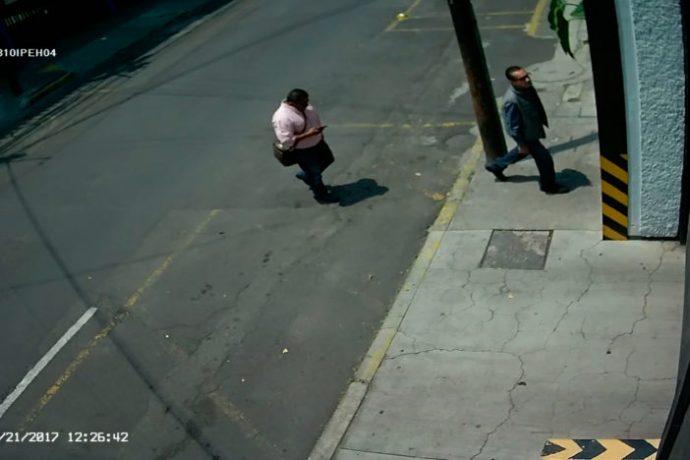 Tres hombres allanan oficinas de Proceso