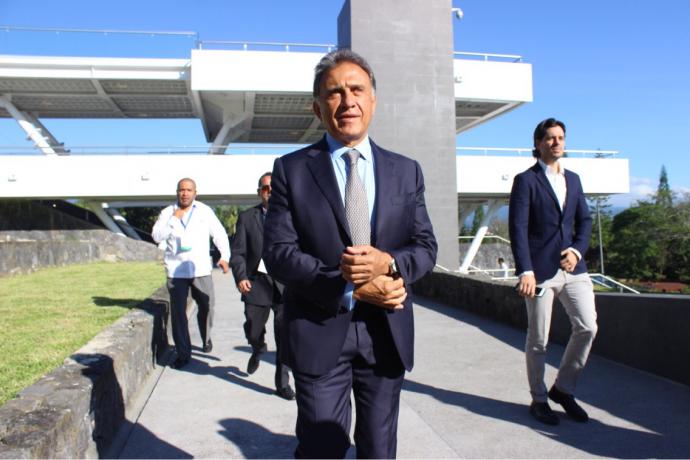 Sostiene Yunes Linares reunión con alcaldes electos
