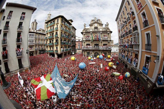 Pamplona inaugura los sanfermines con el famoso 'chupinazo'
